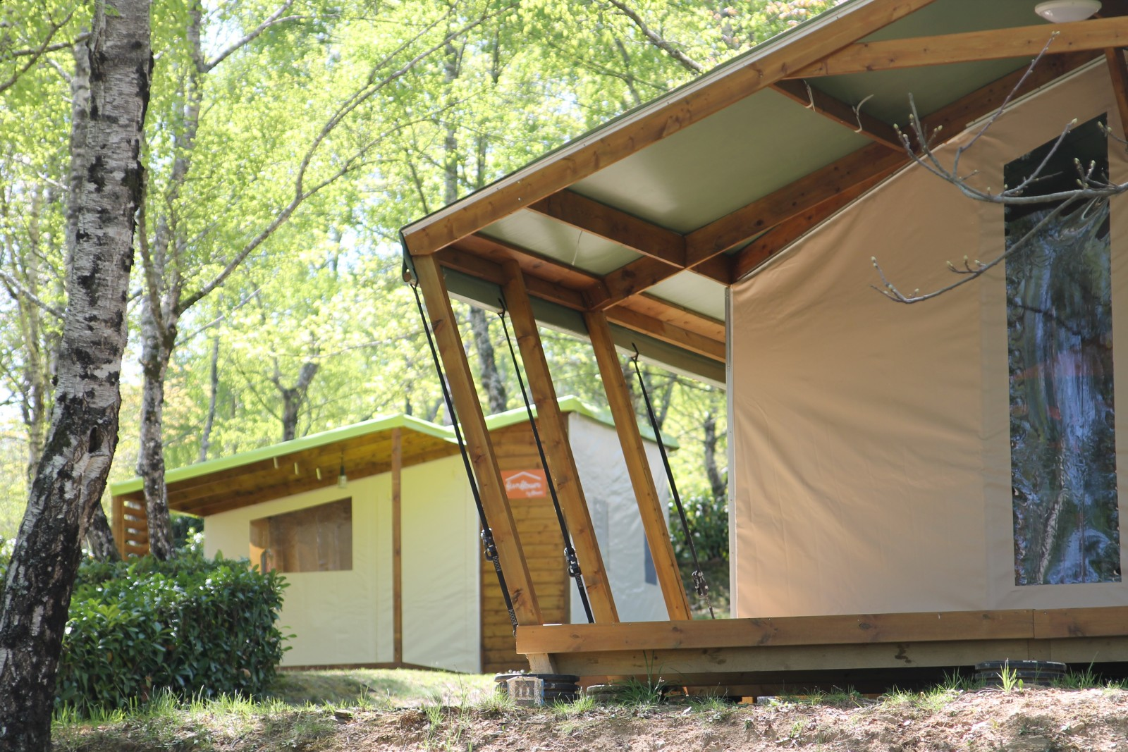 les bungalows toil s camping l 39 air du lac. Black Bedroom Furniture Sets. Home Design Ideas