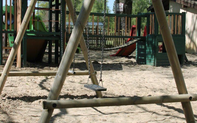 camping-air-du-lac-aire-de-jeux