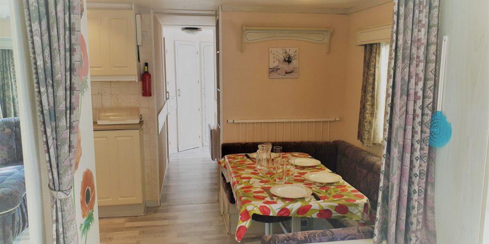 Mobil-home Vintage Vue cuisine et couloir